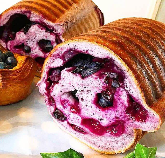 断面が美しいブルーベリーラウンド食パン